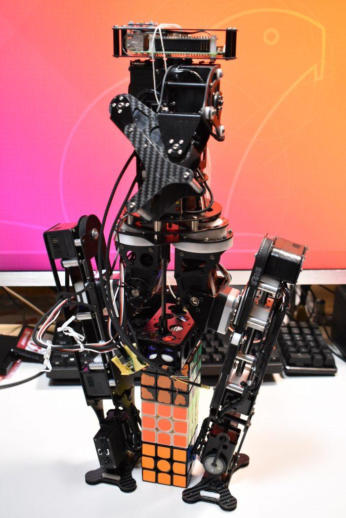 自分の理想とする「人型ロボット」を具現化する
